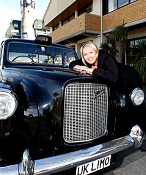 marianne-hart-biggs-with-her-london-black-cab
